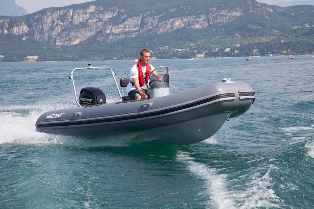photo de VALIANT 470 SPORT OPEN   30 CV EFI MERCURY