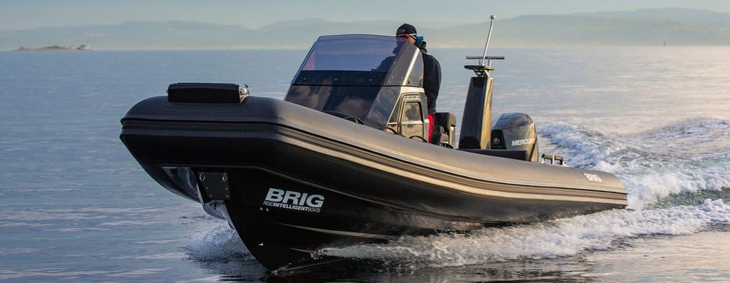 photo de BRIG EAGLE 8   MERCURY 300 CV