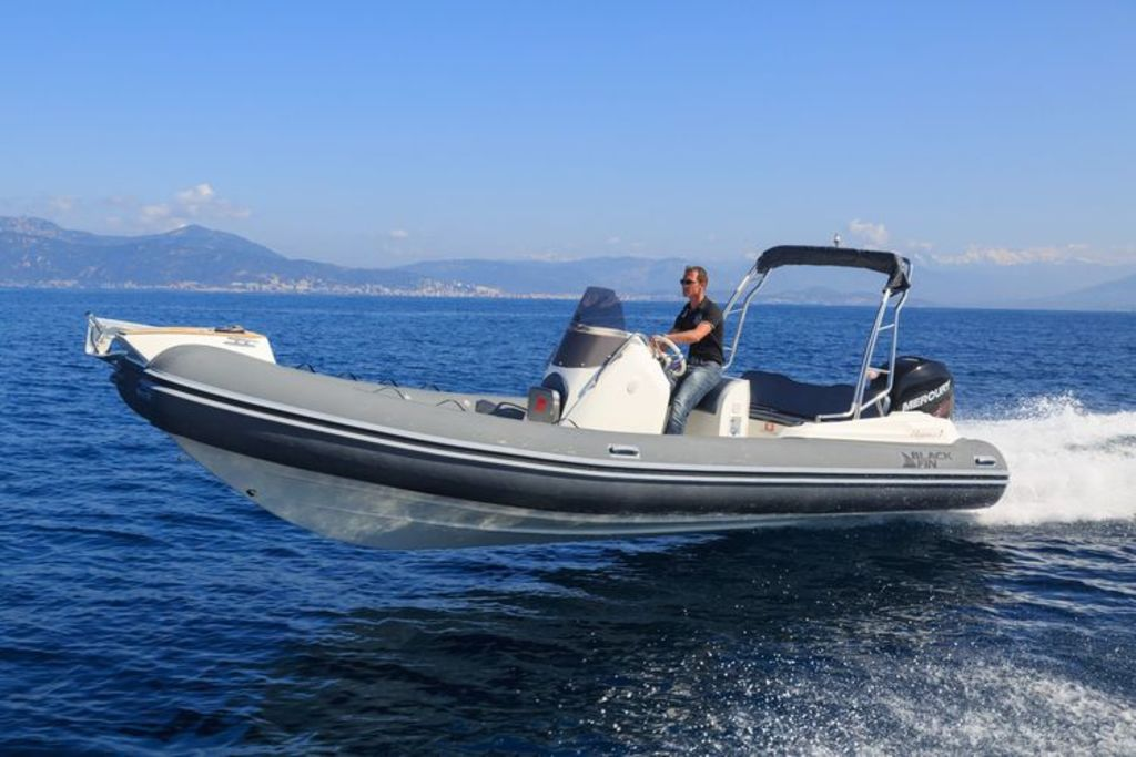 photo de BLACK FIN ELEGANCE 7   MERCURY 250 CV  AM DS